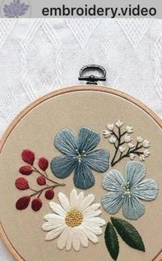 Most current Photo Embroidery Patterns flowers Suggestions Embroidery hoop flowers ideas Ideas Embroidery Hoop Crafts, Hand Embroidery Videos, Floral Embroidery Patterns, Embroidery Flowers Pattern, Creative Embroidery, Simple Embroidery, Hand Embroidery Stitches, Modern Embroidery, Hand Embroidery Designs