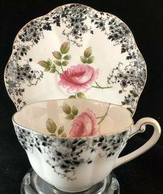 Vintage Tea Parties, Tea Sets Vintage, Vintage Dishes, Vintage Teacups, Tea Cup Set, Tea Cup Saucer, Cup And Saucer Crafts, English Teapots, Tea Tray
