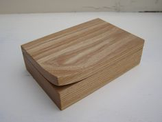 shame the corner grain is not follwing the same as the rest of th etop Jewelry box bussiness cardholder by EGthout on Etsy, Woodworking Pipe Clamps, Woodworking Box, Woodworking Projects, Wood Crafts, Diy And Crafts, Small Wood Projects, Pencil Boxes, Pretty Box, Little Boxes
