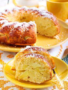 Soft shade of apple and yoghurt - La Ciambella morbida di mele e yogurt è un dolce della tradizione rustica, che ricorda i ciambelloni della nonna, semplici e genuini!