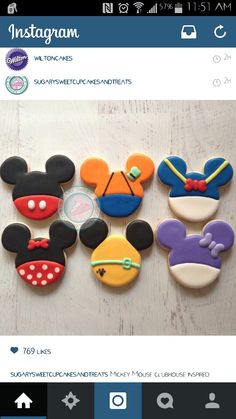 Mickey, Goofy, Donald, Minnie, Pluto & Daisy Outfit in Mouse Ears Cookies Fancy Cookies, Iced Cookies, Cute Cookies, Royal Icing Cookies, Cupcake Cookies, Mickey Mouse Cookies, Disney Cookies, Mickey Sugar Cookies, Theme Mickey