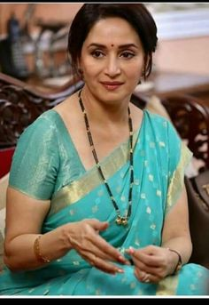 Free Download Hd Wallpaper Madhuri Dixit Hot Hd Wallpaper Indian