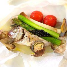 見た目は地味のように見えますが、包みを開けると、ハーブと魚介の豊かな香りが漂います。 セットしたら、オーブンで焼くだけです。 - 62件のもぐもぐ - お料理教室♪②                                真鯛とアサリの包み焼き by 1125shino