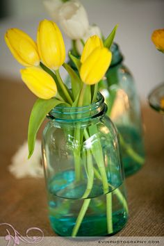 These yellow tulips and white tulips look charming nestled in colored mason jars. These centerpieces would be easy to put together - perfect for the DIY bride. Tulips are available year-round in a variety of colors at GrowersBox.com.