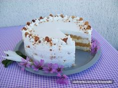 Ako volite puslice, onda ova torta ispunjava vaše želje... Lagana, nežna, bez trunke brašna...