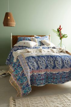 When bold florals and colorful paisley pair up for this luxe collection, its lively print adds brightness and charm to your bedroom.