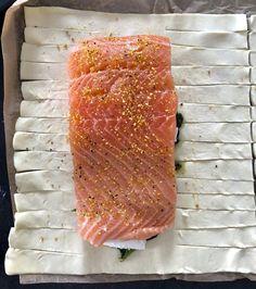 Łosoś ze szpinakiem i fetą, zapiekany w cieście francuskim - Blog z apetytem Healthy Cooking, Cooking Recipes, Healthy Recipes, Creative Food, Fish Recipes, Seafood, Good Food, Pork, Food And Drink