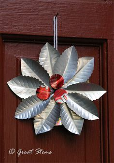 We love this Recycled Aluminum Can Holiday Wreath from Great Stems for inexpensive, eco-friendly holiday decor. Soda Can Flowers, Tin Flowers, Recycled Art Projects, Recycled Crafts, Recycled Clothing, Recycled Fashion, Craft Projects, Craft Ideas, Pop Can Crafts