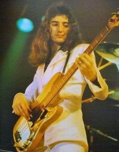 """Every pic of Deacy I've ever seen is either """"Embarrassing Dad"""" or """"Renaissance Sculpture Model"""" 😁 Brian May, John Deacon, Save The Queen, I Am A Queen, Princes Of The Universe, We Are The Champions, Roger Taylor, Queen Photos, We Will Rock You"""