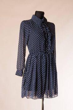 c5da4958275a6a Dit item is niet beschikbaar. StippenRufflesChiffon. Donker blauwe Polka dot  Mini jurk ...