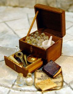 miniature personal apothecary. Links to the most adorable handcrafted fantasy miniatures.