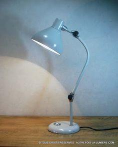 Lampe Jumo modèle GS 1 | Lampe de bureau Jumo modèle GS 1, conçu en 1960 un classique du design français des années 60.  Comp...
