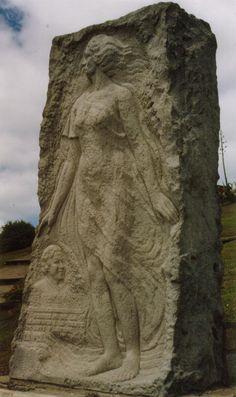 Monumento a Alfonsina Storni frente a la playa La Perla en Mar del Plata