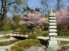 Location, size and description of the Setagayapark, a japanese garden in the district of Vienna, designed in 1992 by landscape gardener Ken Nakajima. Parks, Vienna, National Geographic, Austria, Stepping Stones, Places To Visit, Sidewalk, Explore, World