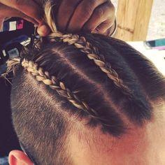 Depois dos coques samurai - que mostrei aqui - uma nova moda está subindo a cabeça dos caras estilosos que estão sempre atrás de um novo hair style: são as Tranças Masculinas. As…