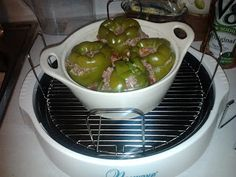 Stuffed Green Peppers recipe for NuWave Oven via DeDa Studios… Four A Convection, Convection Oven Cooking, Countertop Convection Oven, Halogen Oven Recipes, Nuwave Oven Recipes, Cooking Recipes, Nu Wave Recipes, Nu Wave Oven, Green Pepper Recipes