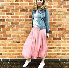 Loving all the pastel colours in the shops at the moment especially this dusky pink This skirt is from @gap - Ive been admiring a similar one on @lifeasourlittlefamily - thank you for the inspiration  Swishing my way through a rather dull day of mum admin - school shoes done  uniform done  gin and tonic next on the list #mumjobsneverend    #whatmamaworemonday @rachelthehat @heyitsromeca    #mumstyle #realmumstyle #dresslikeamum #fashionover30 #fashionover40 #fashionable30s #fashionable40s…