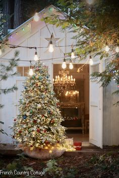 Christmas Magic at Night tour - French Country Cottage