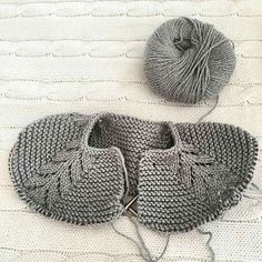 You can see 40 Knitted Baby Clothes Models and Knitted Children's Clothes together with Producti Baby Knitting Patterns, Knitting For Kids, Knitting For Beginners, Baby Patterns, Hand Knitting, Knit Baby Sweaters, Knitted Baby Clothes, Knitted Hats, Baby Knits