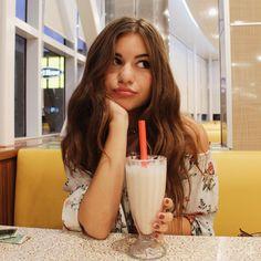 #diner #dinerphotoshoot #photoshoot #photoideas #milkshake #poseideas #insta #instagram