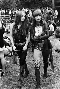 Girls-of-Woodstock,-1969-(45)