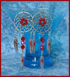 Boucles d'oreilles crochets argentés attrape-rêves plumes perles rouges