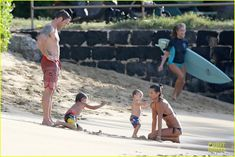 alex oloughlin shirtless beach bonding with maia jones 09 Alex O'Loughlin shows off his sexy shirtless body while enjoying some time on the beach on Sunday (December 15) in Honolulu, Hawaii.    The 39-year-old Aussie…