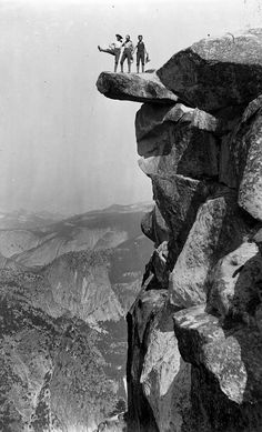 Ansel Adams Overlooking the Yosemite Valley, ca. Photographer unknown (suggested to be Ansel Adams cousin) Black And White Landscape, Black N White Images, Black White, Famous Photographers, Landscape Photographers, Sierra Nevada, Vintage Photography, Nature Photography, Urban Photography