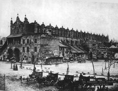Krakow Poland, Planet Earth, Old World, Old Photos, Paris Skyline, Planets, Maine, Louvre, Old Things