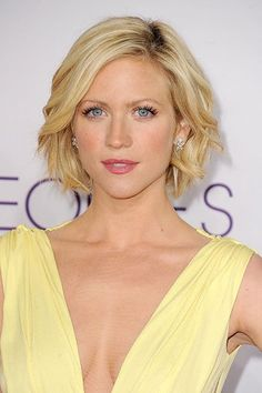 Brittany Snow's piecey, cropped 'do looks great on this blonde beauty's heart-shaped face.