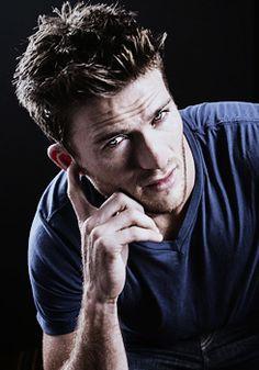 Scott Eastwood l Casual + Hairstyles Nicholas Sparks, Clint And Scott Eastwood, Hunks Men, Le Male, Romance, Hugh Jackman, Attractive Men, Good Looking Men, Cute Guys