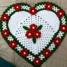 This post was discovered by Fikriye Yuksel. Discover (and save!) your own Posts on Unirazi. Crochet Diagram, Crochet Motif, Crochet Doilies, Holiday Crochet, Crochet Gifts, Crochet Flower Patterns, Crochet Flowers, Crochet Sunflower, Knitted Heart
