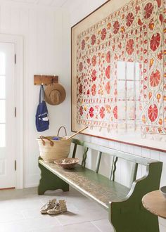 A Nantucket Vacation Home Built on Memories of Summers Past Ein gerahmtes Suzani-Textil fand das per Decoration Hall, Entryway Decor, Beach Decorations, Farmhouse Side Table, Farmhouse Chic, Deco Design, Hay Design, Foyer Design, Beach House Decor