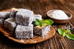 Keto Lamington cake prepared with the combination or Greek Amigdalopita and famous Australian cake recipes. keto approved and delicious! Ketogenic Recipes, Keto Recipes, Cake Recipes, Skinny Recipes, Ketogenic Diet, Healthy Recipes, Low Fat Low Carb, Low Carb Keto, Australian Cake Recipe