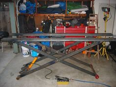 Vanity Hydraulic Lift Table Plans Of Diy - Goo - Furniture Ideas House Motorcycle Lift Table, Bike Lift, Motorcycle Workshop, Metal Projects, Welding Projects, Garage Lift, Garage Tools, Table Atelier, Bbq Stand