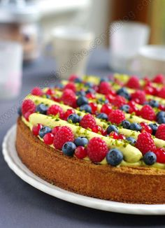 Red fruit and pistachio tart before a short break - Amuse bouche - Trend Napoleon Cake Recipe 2020 Fruit Recipes, Sweet Recipes, Cake Recipes, Dessert Recipes, Sweet Pie, Sweet Tarts, Delicious Desserts, Yummy Food, Dessert Aux Fruits