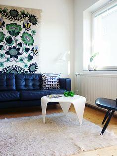 Trienna table by Ilmari Tapiovaara. From Uusi muste.