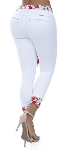 Lace Jeans, Sexy Jeans, Jeans Pants, Classy Outfits, Casual Outfits, Cute Outfits, Denim Fashion, Fashion Outfits, African Print Fashion