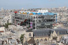 Le Centre Georges-Pompidou vu depuis la tour Saint-Jacques.