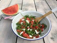 De watermeloen salade met rucola en feta is een ideale salade voor een zwoele zomerse avond. Laat de zon maar komen!