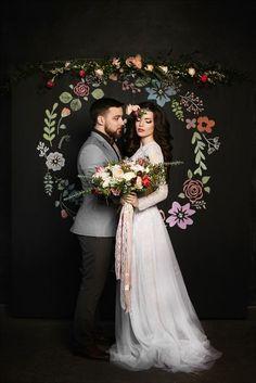 48 ideias criativas de backdrops e painéis com flores para o casamento
