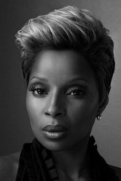 Mary J Blige---- her face is the perfect canvas, the make-up artists and photographers must fight to get to her !