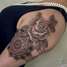 Tatuagem feita por  @alexgarciatattoo -  Trabalho em progresso.  #tattoo #tatuagem #tattoobrasilia #tattoodf #mandala #mandalatattoo #pontilhismotattoo #tattoowork #livetattoo #tattoo2me #alexgarciatattoo #borapraluta