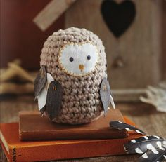 Crochet a toy owl.… Crochet a toy owl. Knitted Owl, Crochet Owls, Cute Crochet, Crochet Animals, Crochet For Kids, Crochet Crafts, Yarn Crafts, Crochet Baby, Crochet Projects