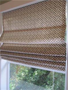 DIY roman shades.  Can't wait to turn these mini blinds into something prettier!!