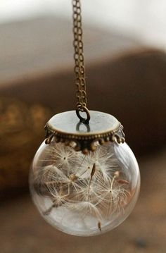 Beautiful Shops: Dandelion wish necklace Could be cool as a hanging ball. Instead of a dream catcher. A wish maker Diy Jewelry, Jewelry Accessories, Jewelry Making, Flower Jewelry, Jewelry Ideas, Handmade Jewelry, Diy Collier, Dandelion Wish, Dandelion Seeds