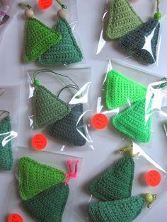 Crochet christmas trees - TheFunkyFox