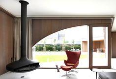 Symmetrical Tripartite Villa Moerkensheide warm natural materials colours living room