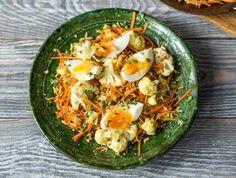 Kruidige nasi met ovenbloemkool en een zachtgekookt ei
