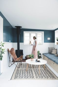 Une maison de vacances scandinave - Lili in wonderland Living Room Green, Living Room Decor, Canapé Diy, Summer House Interiors, Gravity Home, Piece A Vivre, Apartment Interior, Traditional House, Cheap Home Decor
